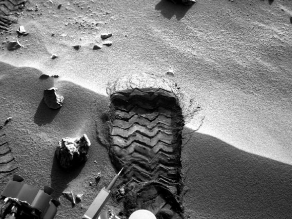 curiosity_soil_sample-580x4351
