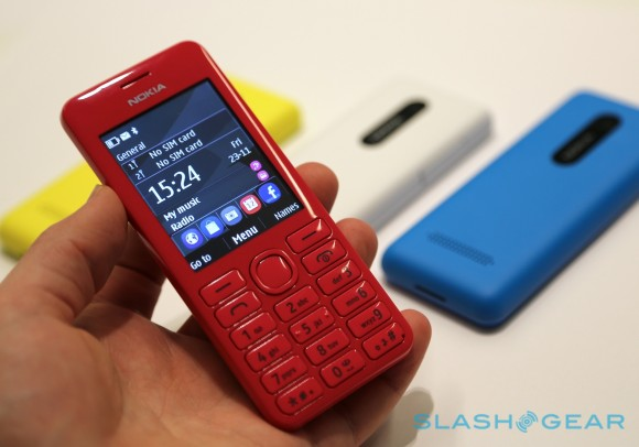 """Nokia Asha 205 """"Facebook phone"""" and $62 206 hands-on - AIVAnet"""