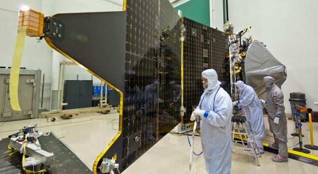 NASA and Lockheed Martin finish MAVEN probe, hope to study Mars' upper skies