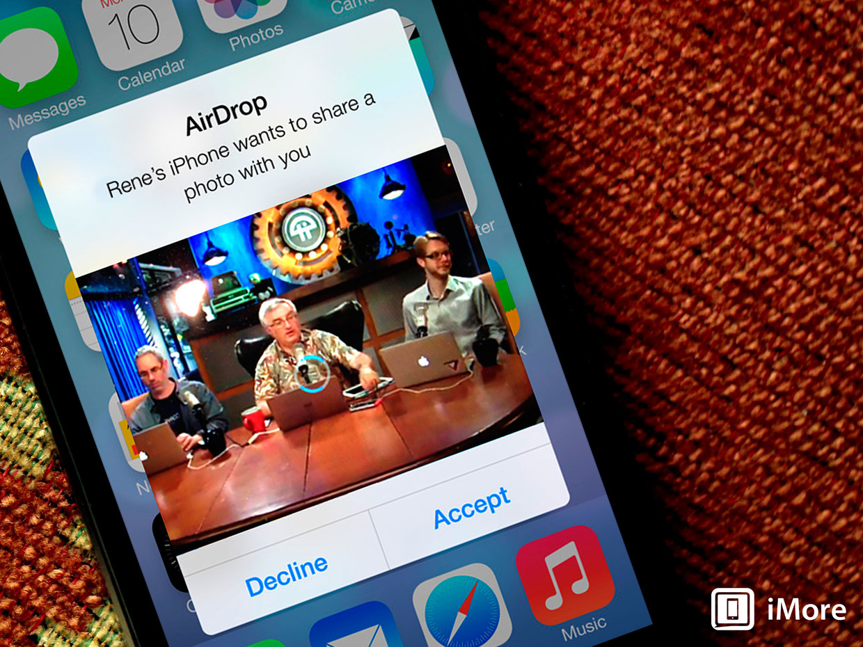 iOS 7 preview: AirDrop lets you easily share your stuff, no bumping needed