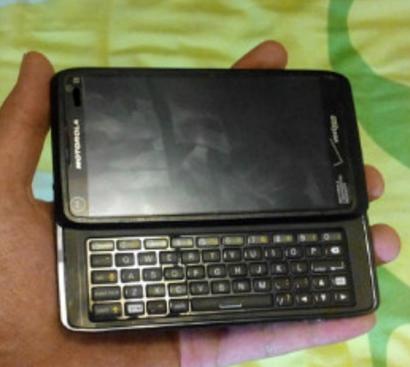 Motorola DROID 5 Verizon logos