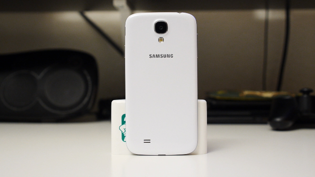 samsung-galaxy-s4-google-play-edition-aa-standing-back1