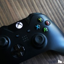 Xbox_One_Controller_Wood_Background1