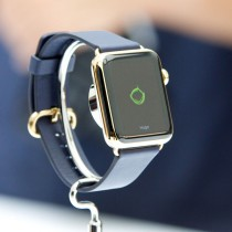 apple_watch_gold_black_hugo_hero
