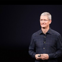 tim-cook-black-background-apple2