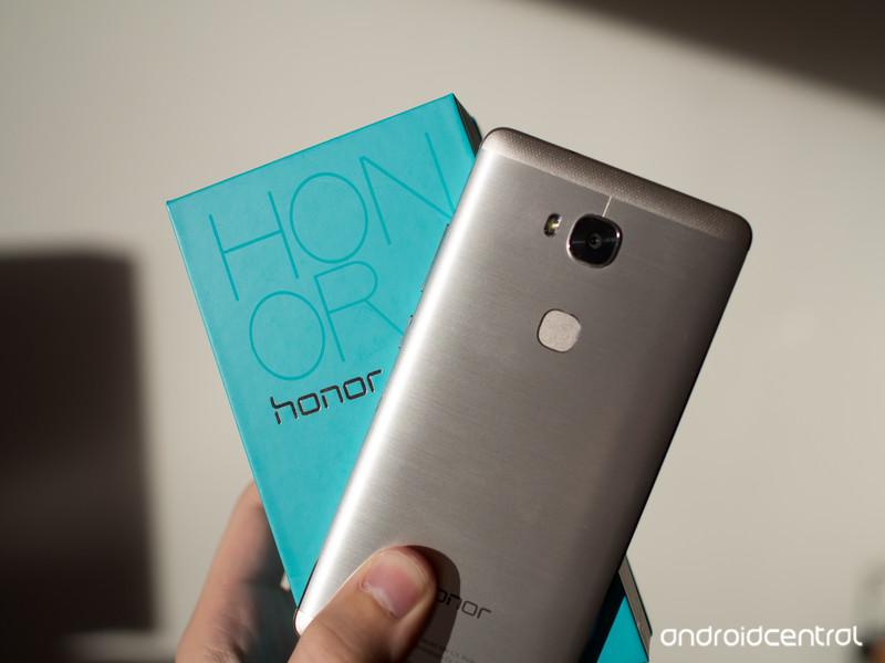 honor-5x-and-box.jpg?itok=PoB6p2wl