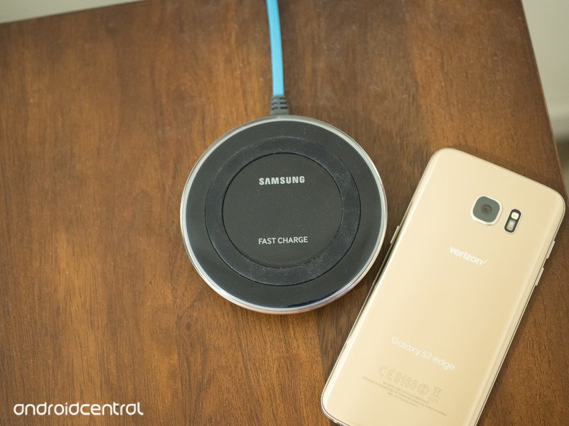 samsung-fast-qi-charger-gs7-edge.jpg?ito