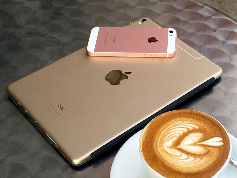 iphone-se-97-ipad-pro-backs-coffee.jpg?i
