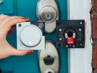 august-doorbell-cam-product-photos-1.jpg