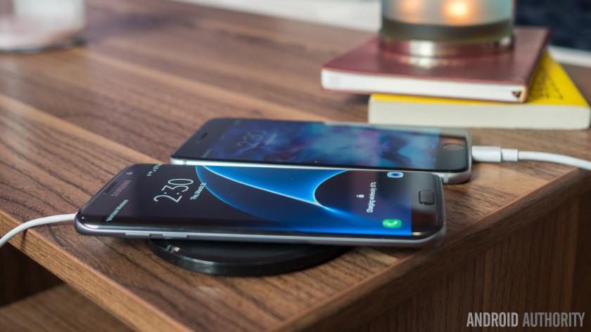 Galaxy-S7-Edge-vs-iPhone-6s-plus-12of18