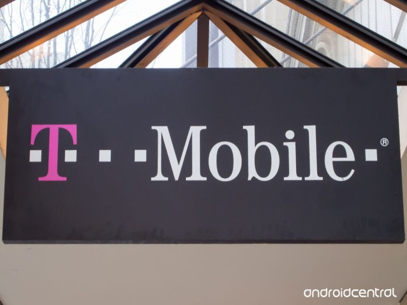 t-mobile-store-sign.jpg?itok=JOwTJ2-m