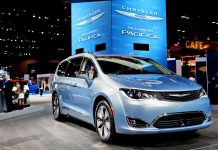 Google's self-driving tech goes into Chrysler minivans this year