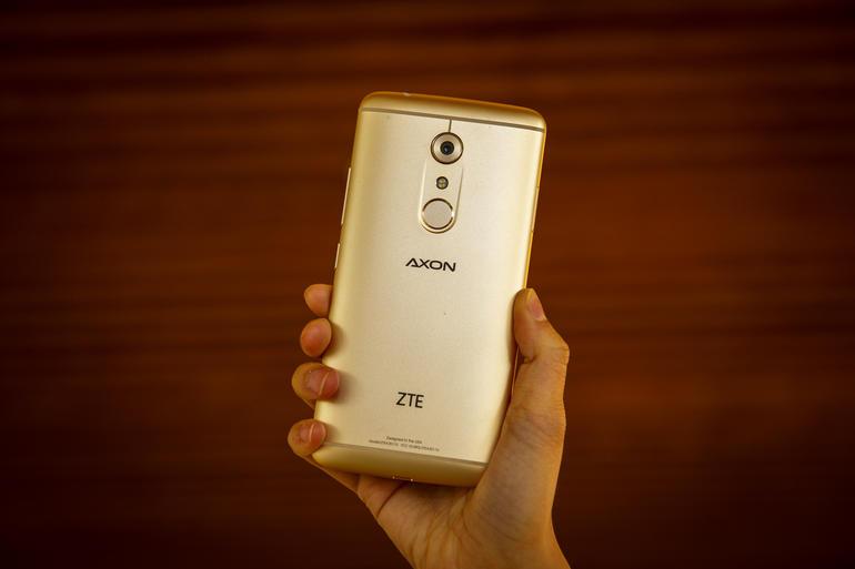 zte-axon-7-8856-001.jpg