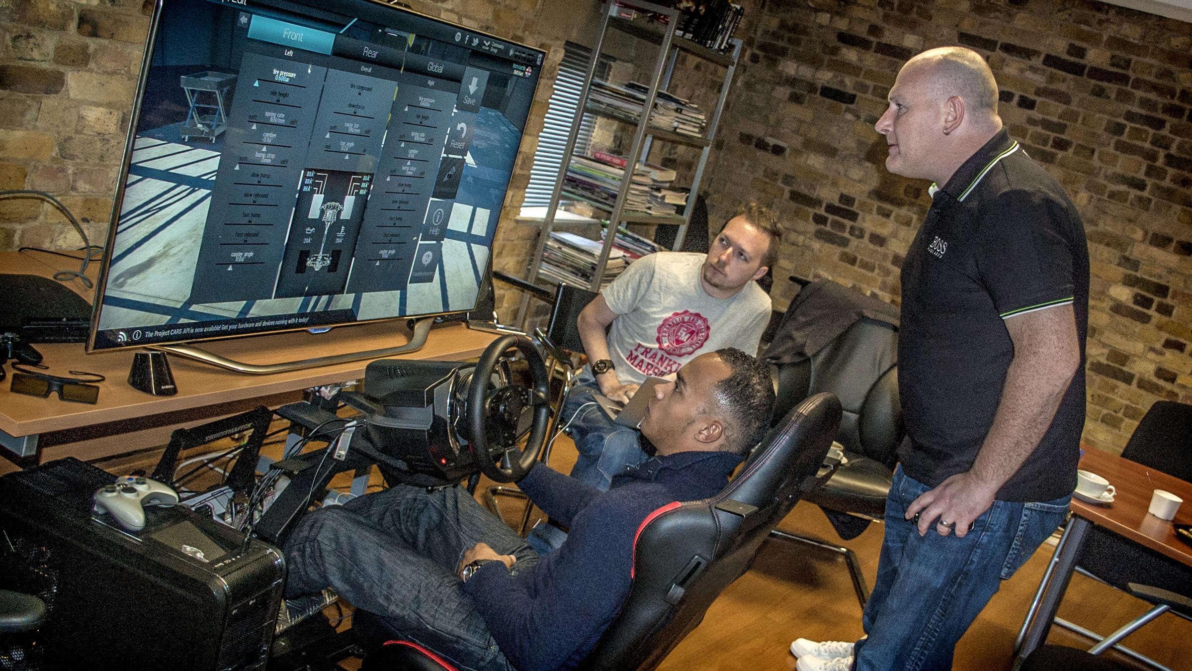 Online games build a car