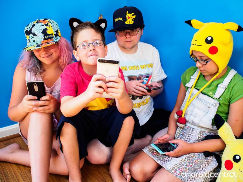 pokemon-go-parents.jpg?itok=fbvw_z5i