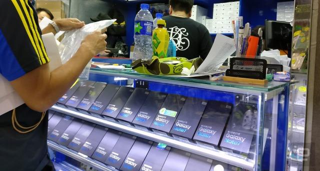 hong-kong-note-7-shops-640.jpg