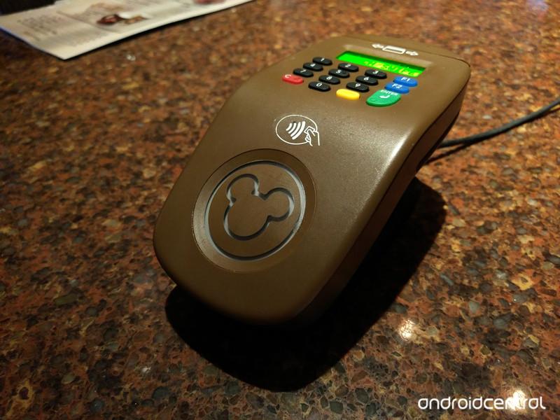 magicband-terminal-gastons.jpg?itok=XLwA