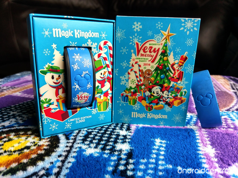 magicband-box-holiday.jpg?itok=kq7T6mK4