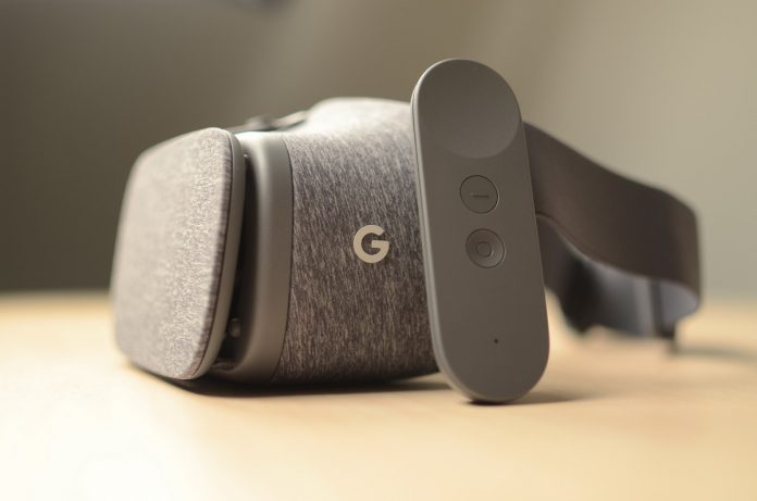 ZTE's giving you another reason to buy the Axon 7: Daydream VR