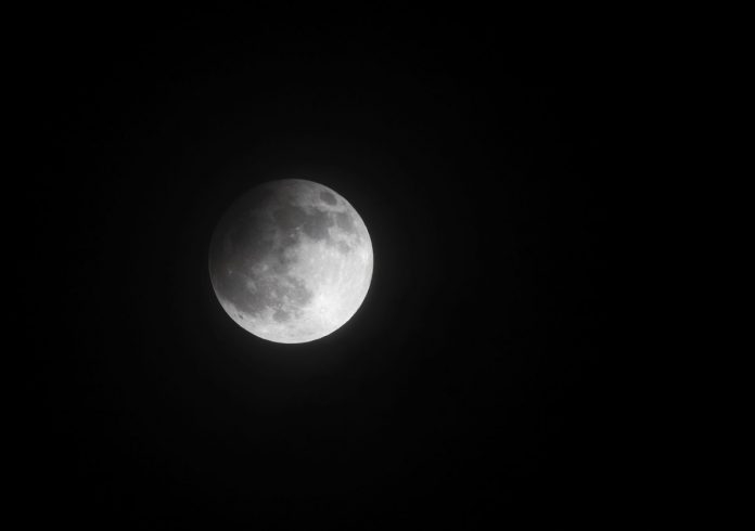 Grab your tripods, a partial lunar eclipse is coming Friday night