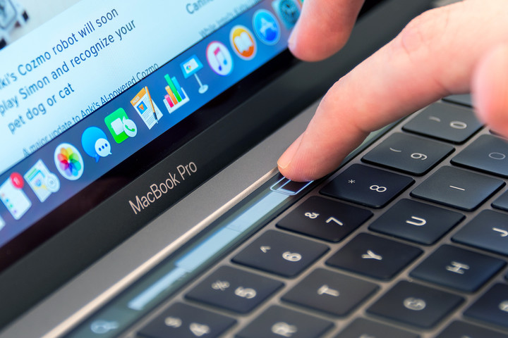 apple macbook pro  inch touch bar review pad