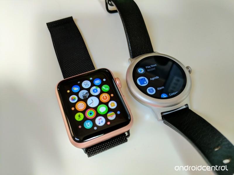 lg-vs-apple-watch-2.jpg?itok=9rpJN84z
