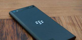 BlackBerry hits rock bottom in phone market