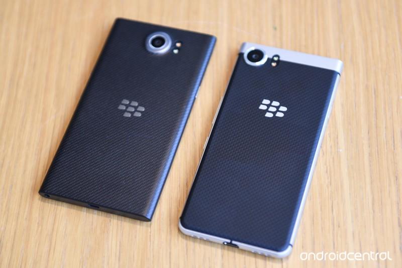 blackberry-key-one-12.jpg?itok=Hm8kSYQa