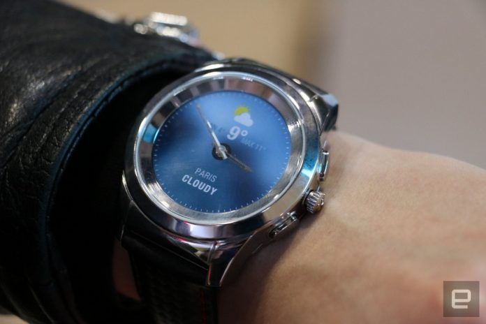 Real watch hands on a smartwatch face actually makes sense