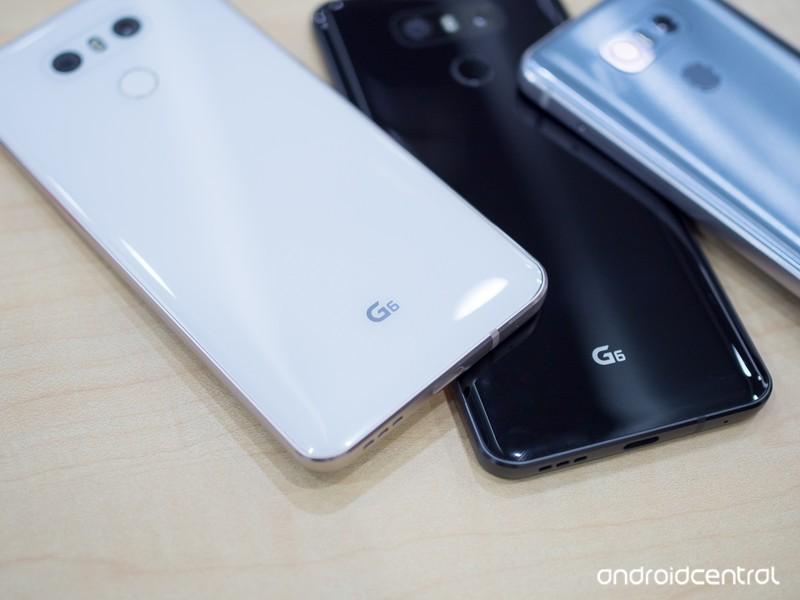 lg-g6-white-black-backs.jpg?itok=2EDBtUE