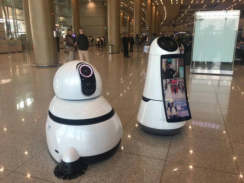 lg-airport-robot-9.jpg?itok=u6-BhZ6L