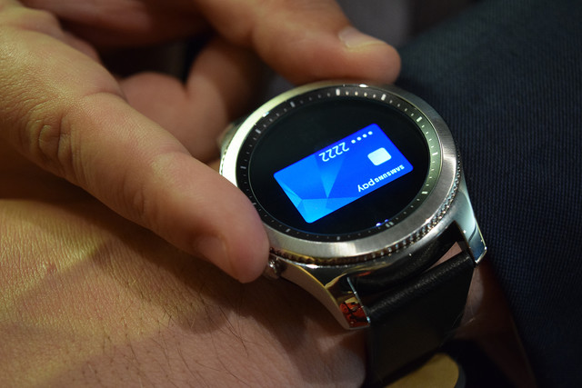 Samsung patent hints at Gear smartwatch with display around the bezel