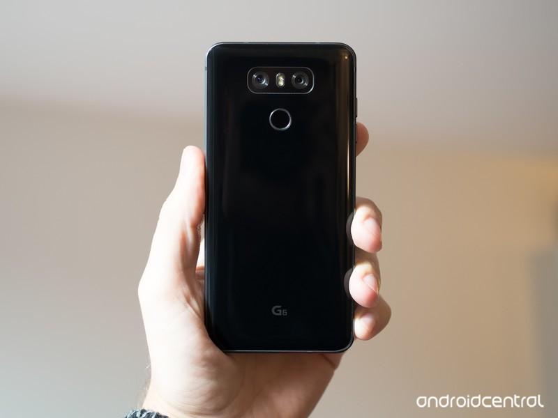 lg-g6-black-back-in-hand.jpg?itok=QMFPRw