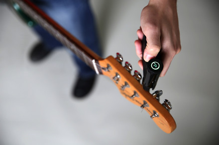 This gizmo can automatically tune any guitar in a matter of seconds