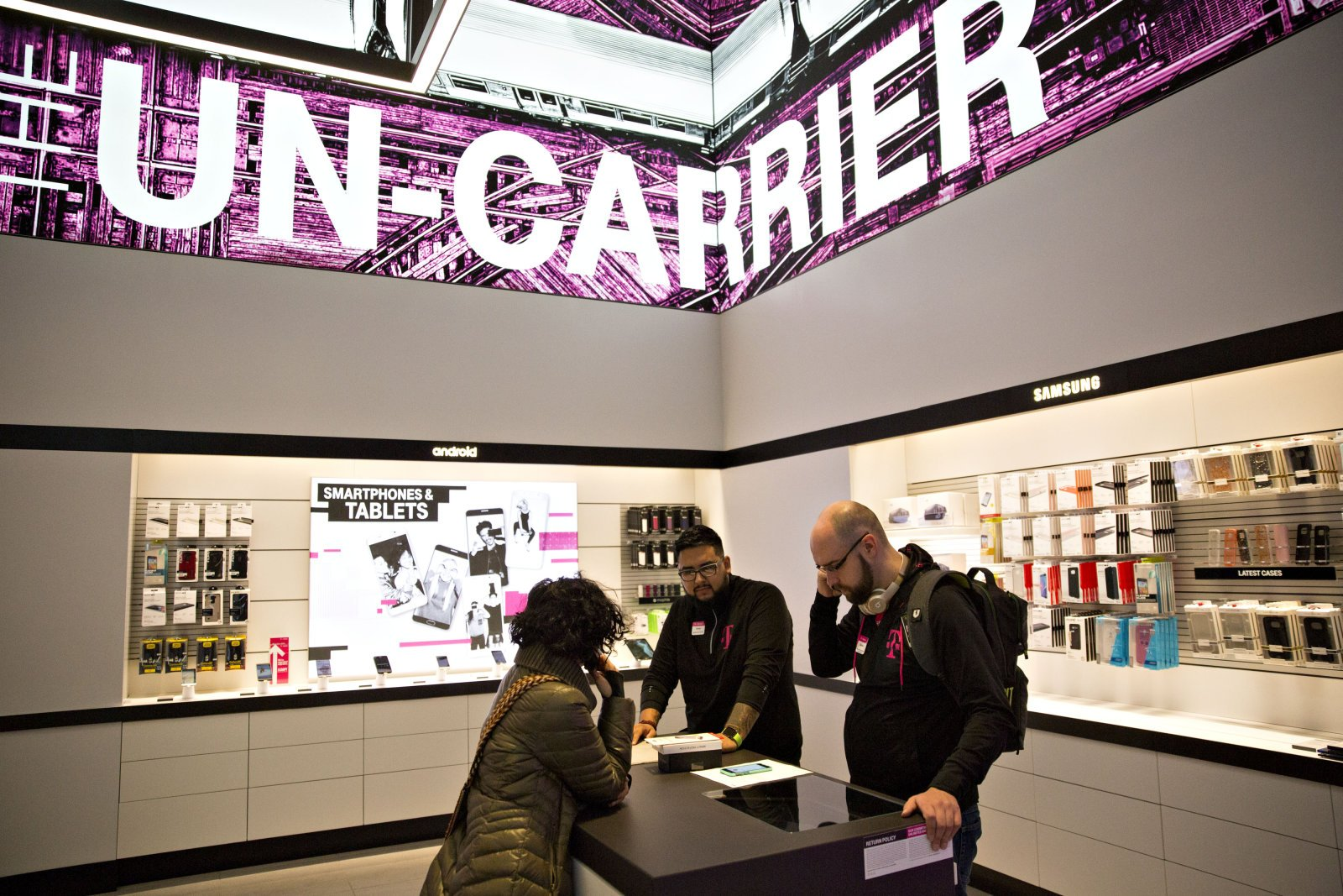 Inside A T-Mobile US Inc. Store Ahead Of Earnings Figures