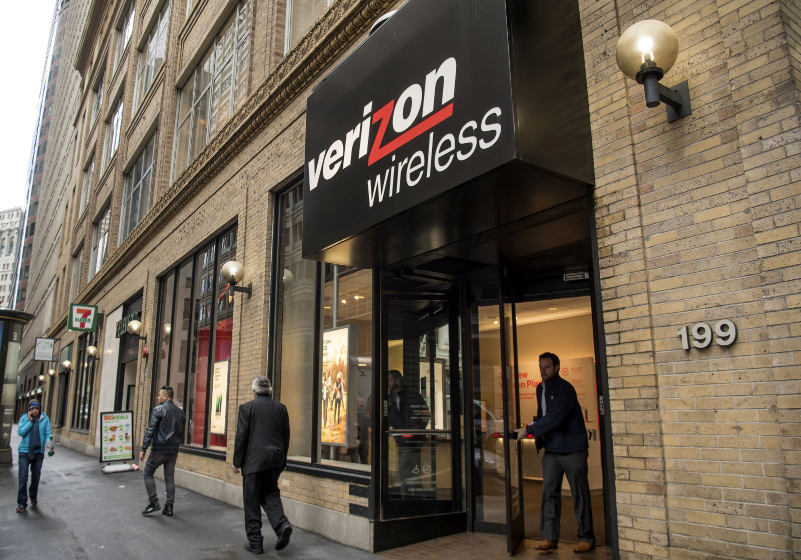 A Verizon Communications Inc. Store Ahead Of Earnings Figures