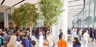 Apple Celebrates Opening of New Store at Dubai Mall