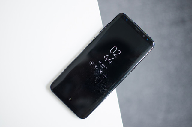 The Samsung Galaxy S8 has a random reboot problem and nobody knows why