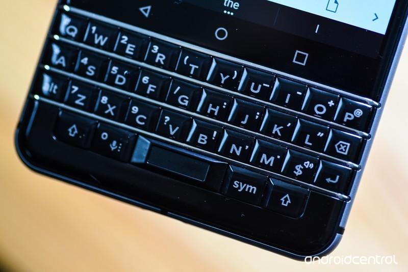 blackberry-keyone-review-26.jpg?itok=3H_