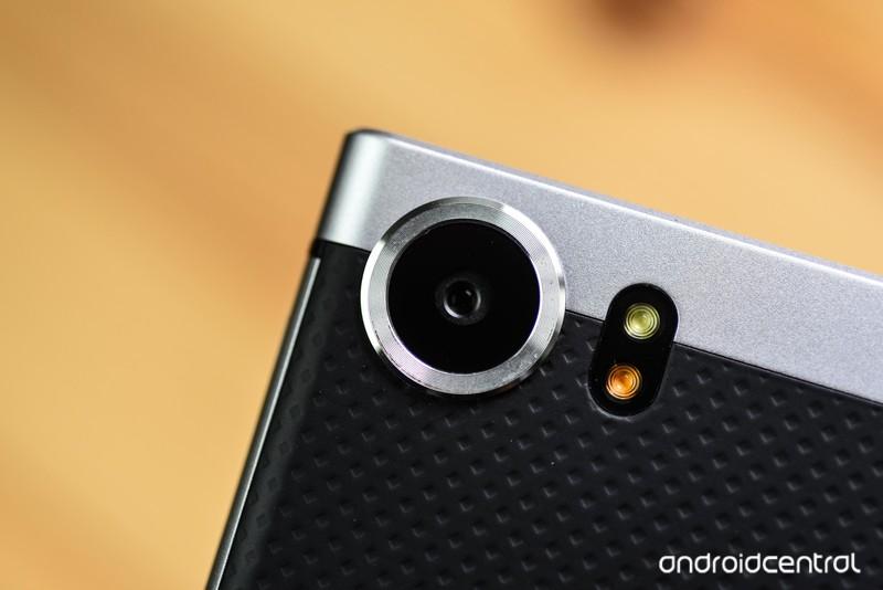 blackberry-keyone-review-31.jpg?itok=uCe