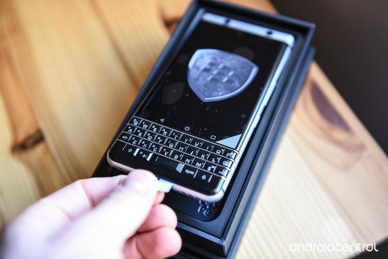 blackberry-keyone-review-12.jpg?itok=SMS