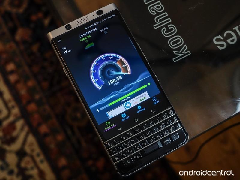 blackberry-keyone-review-48.jpg?itok=MOd