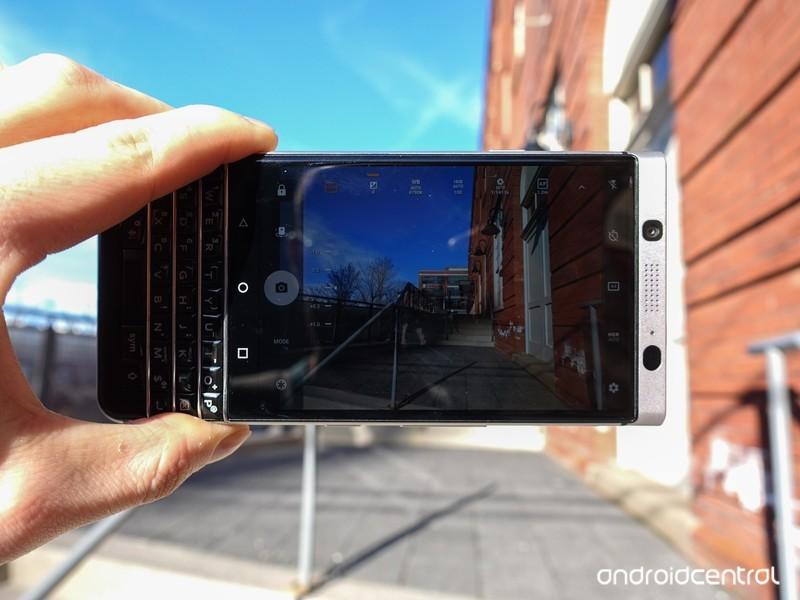 blackberry-keyone-review-36.jpg?itok=lME