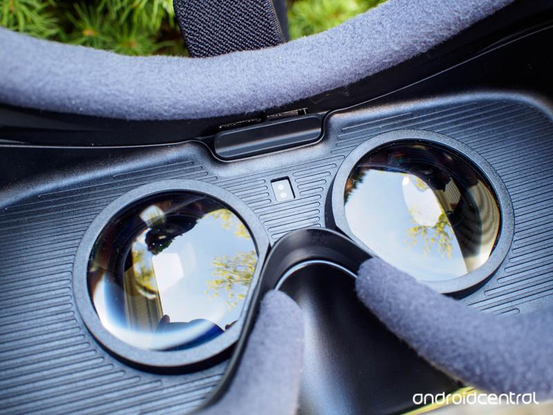 gear-vr-review-8.jpg?itok=KPDy-Sd9