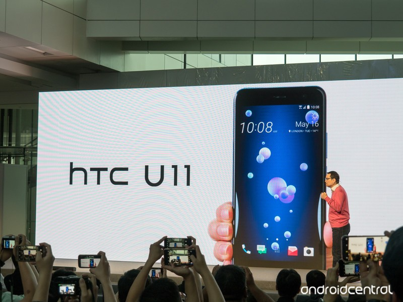 htc-u11-launch.jpg?itok=U9Z4_J0F