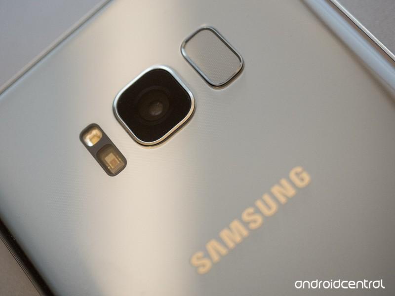 samsung-galaxy-s8-camera-fingerprint-clo