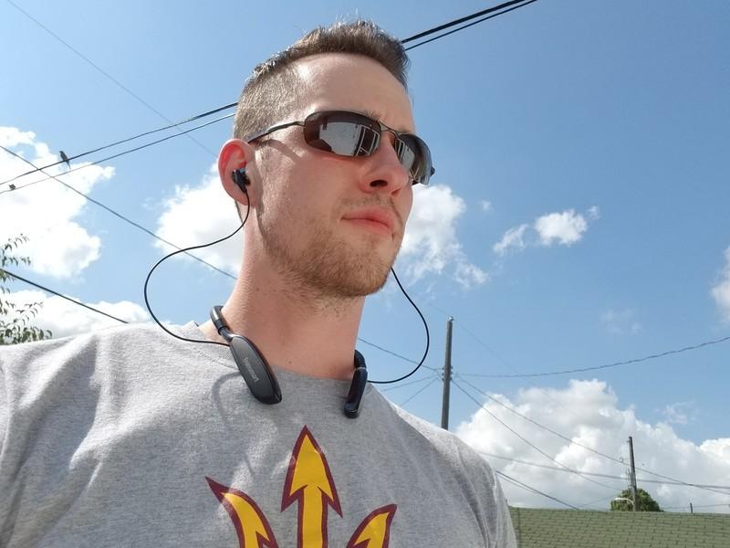 tronsmart-bluetooth-headphone-review-her