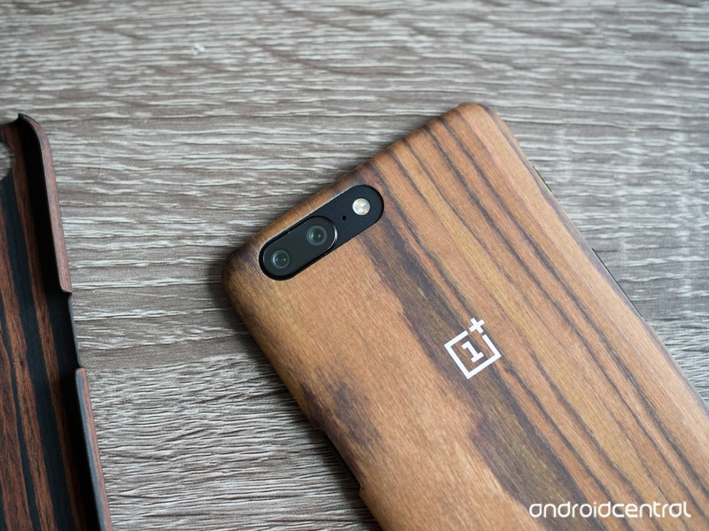 oneplus-5-wood-case-back.jpg?itok=Wu-glE