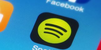 Spotify apparently testing a driving mode with voice control, larger buttons