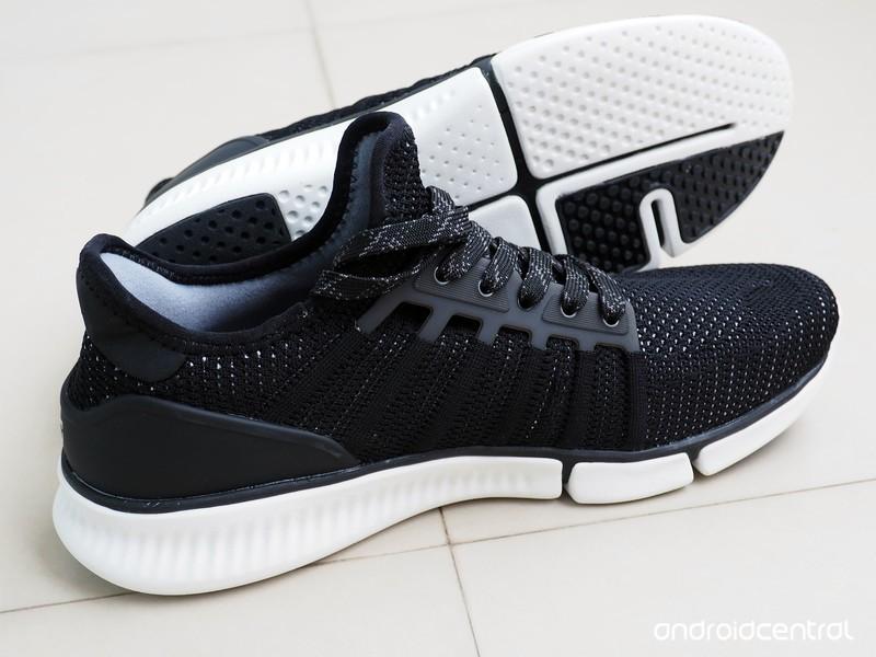 xiaomi-mijia-smart-shoes-10.jpg?itok=8KF